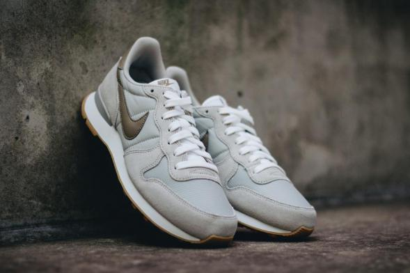 Nike Wmns Internationalist - Pale Grey / Khaki - Summit White