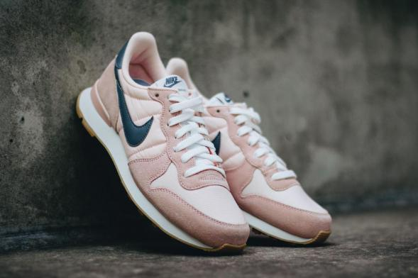 Nike Wmns Internationalist - Sunset Tint / Cool Grey - Summit White