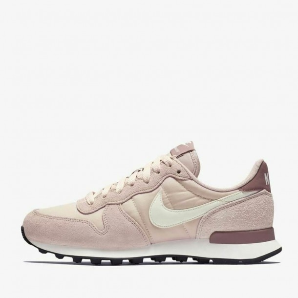 Nike Wmns Internationalist Particle Beige / Summit White Smokey Mauve-31