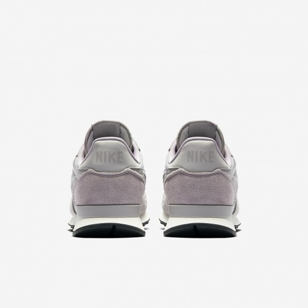 Nike Internationalist SE Atmosphere Grey / Atmosphere Grey Sail-01