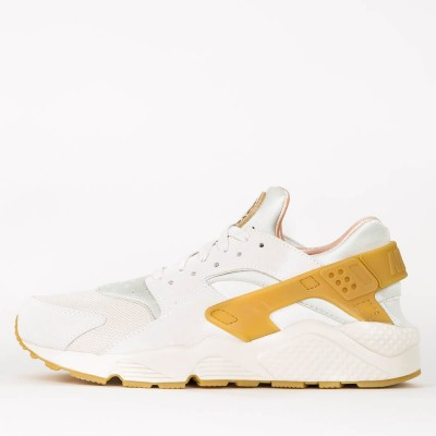 nike-air-huarache-run-se-phantom-gum-yellow-light-bone-sail