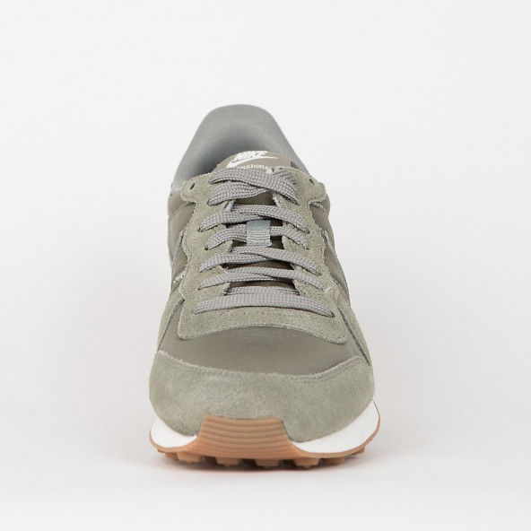 nike internationalist dark stucco