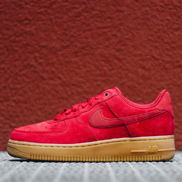 Nike Wmns Air Force 1 07 SE Speed Red / Speed Red Gum Light Brown-01