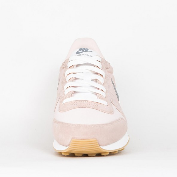 8e1399ef3626 ... sweden nike wmns internationalist sunset tint cool grey summit white 01  fd894 474bc