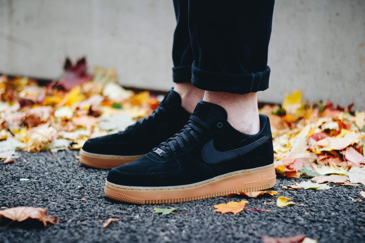 Nike Air Force 1 '07 LV8 Suede - Black / Black